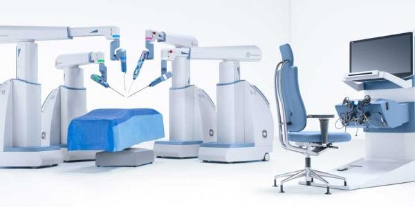 Robotul chirurgical Senhance, adus in Romania de Rombiomedica